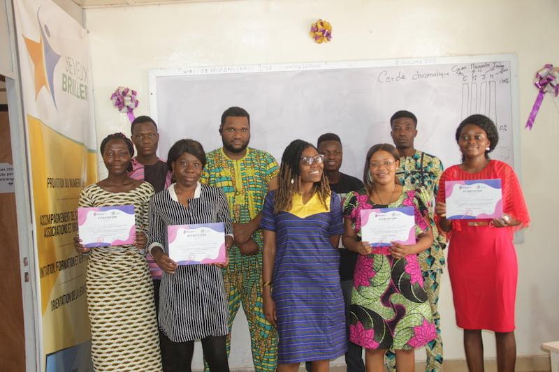 Remise d'attestations aux participantes de la première phase du programme